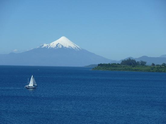 Hotel Cumbres Puerto Varas: view from the room: the great Osorno volcano