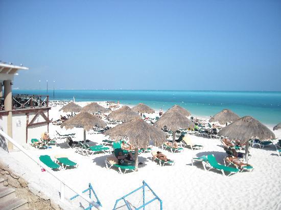 beach restaurant picture of hotel riu caribe cancun. Black Bedroom Furniture Sets. Home Design Ideas