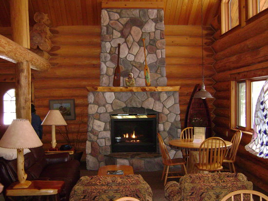 Walhalla, MI: Eagle Nest fire place