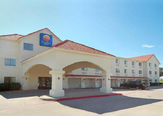 Motel 6 Ft Worth- Bedford : Front of the hotel