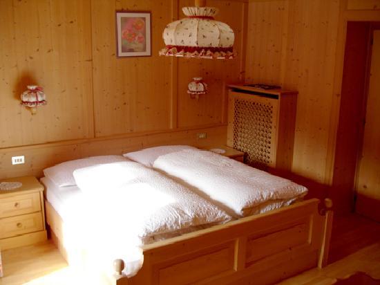 Garni Iosc: Camera da letto