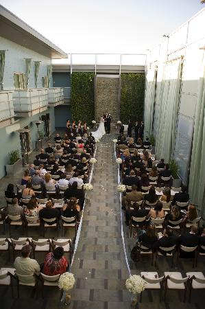 Manhattan Beach, CA: Overview of ceremony