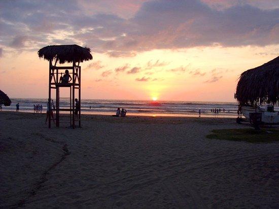 Olon, Ecuador: caida del sol
