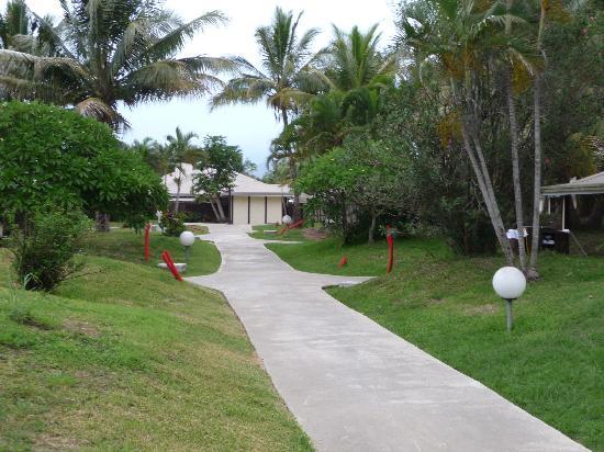 Hotel Malabou Beach: vue bungalow/jardin