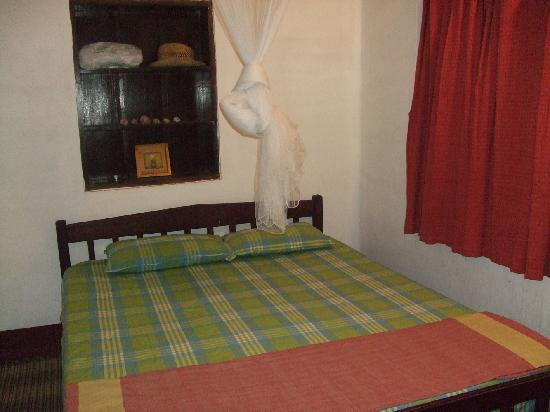 Kannur Beach House: Picture of one end of our room