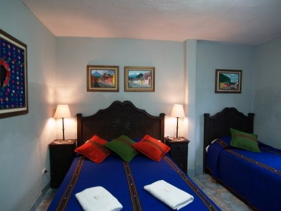 Hotel Casa Rustica : rooms have lots of guatemalan typical color