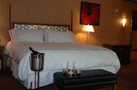 Mineral Palace Hotel and Gaming: King Bed