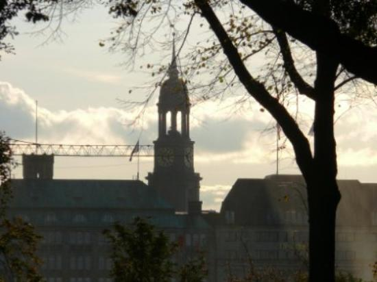 Church of St. Michael: Spaziergang im Herbst