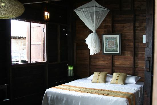 great bedrooms and fresh air - picture of mango guesthouse +