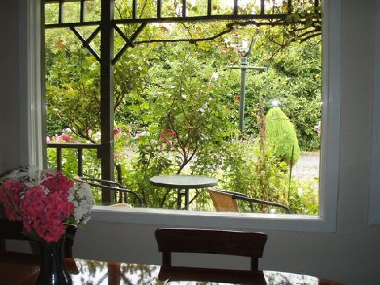 The Old Ferry Hotel Bed & Breakfast: Breakfast room view