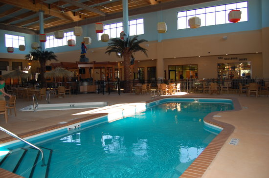 Ramada Tropics Resort / Conference Center Des Moines : Buccaneer Bay Waterpark Lap Pool