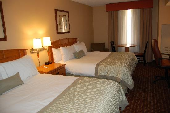 Ramada Tropics Resort / Conference Center Des Moines: Double Queen Room
