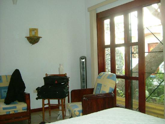Hotel Las Mariposas: My room --- Room 10, GREAT BED!!