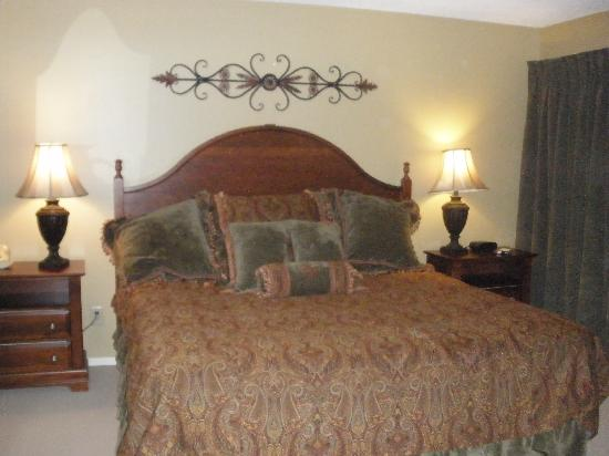 Foxhunt at Sapphire Valley: Master Bedroom