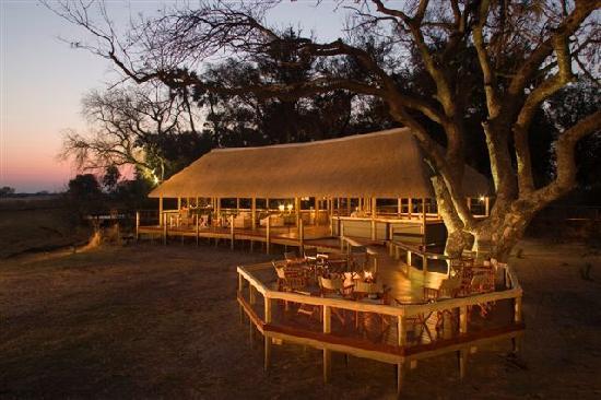 Chitabe Lediba Camp: Chitabe Lediba lounge dining Area