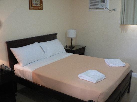 Panglao Regents Park Resort: deluxe bedroom