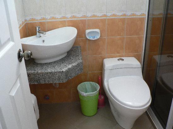 Panglao Regents Park Resort: bathroom