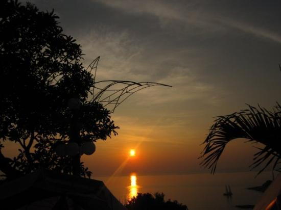 Rawai, Thaïlande : nice picture~and beautiful sunset~