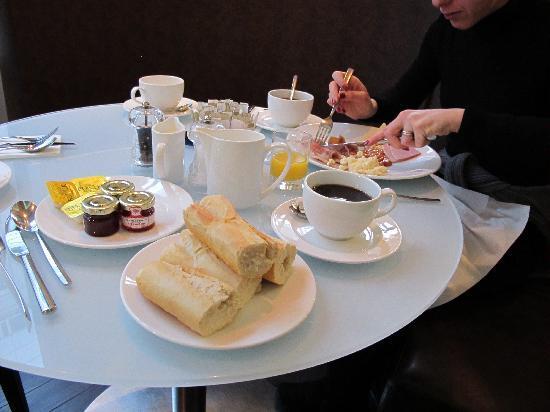 Novotel London Tower Bridge: colazione