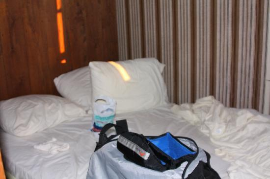 Crew's Quarters: the bed - DIRTY