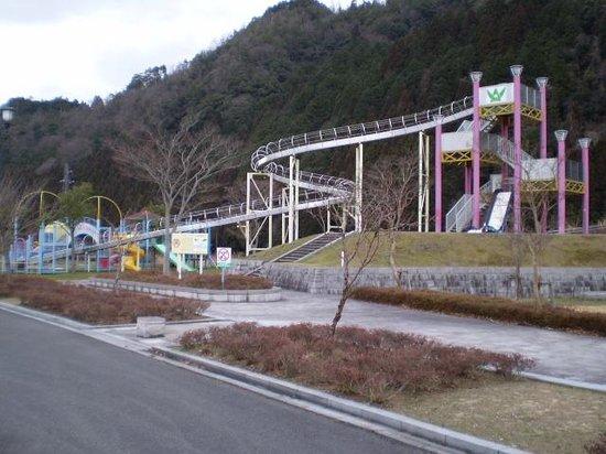 Wakasa-cho, Jepang: すべり台の遠景