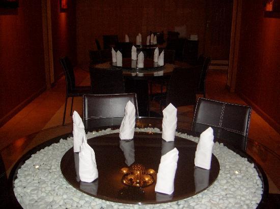ร้านอาหาร โดซ่า คิงส์: DOSA KING ROTATING ROUND TABLES
