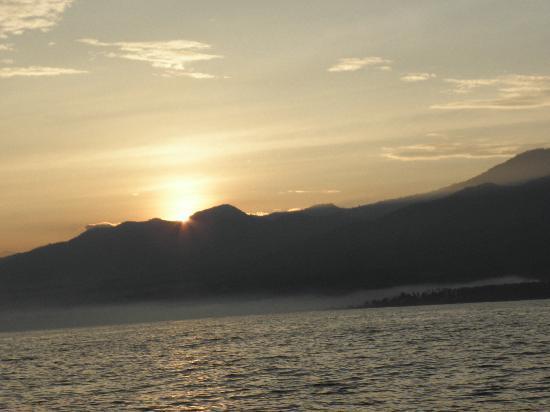 Melka Excelsior Resort Hotel: sunrise at lovina beach