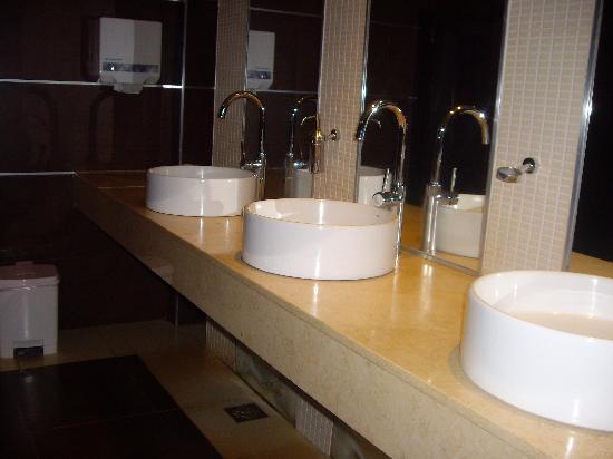 Exe Hotel Cataratas : Bagno di servizio (ristrutturato)