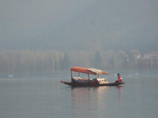 Kaschmir, Indien: Shikara at Dal Lake