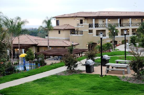 Hilton Grand Vacations Club at MarBrisa: BBQ Picnic Lawn