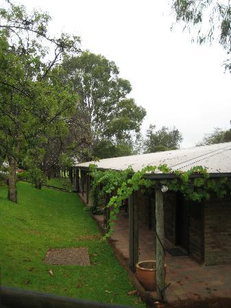 Hunter Valley Resort: Rooms from outside