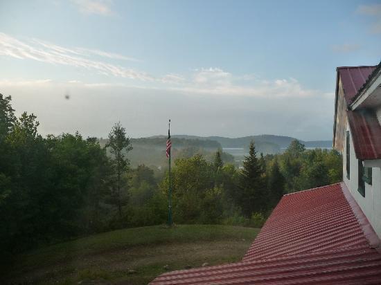 Irondequoit Inn: Sunrise Over The Lake
