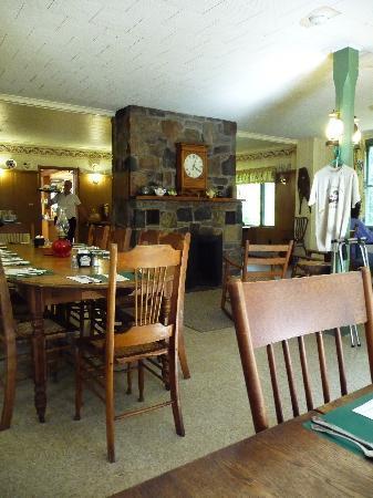 Irondequoit Inn: The Dining Room