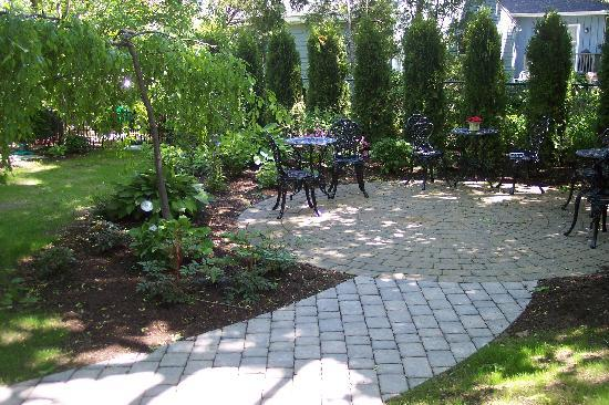 The Chadwick Bed & Breakfast: Backyard Garden