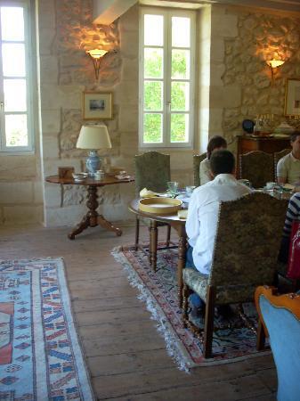 Chambres d'hotes Saint Emilion Bordeaux: Beau Sejour: breakfast in Beau Séjour