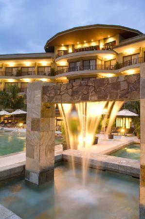 The Royal Corin Thermal Water Spa & Resort: Cascada agua termal