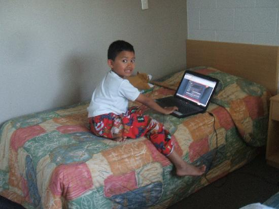 Loredo Motel: room was clean spacious , my son loved his wifi and his space