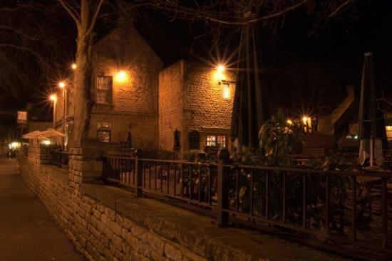 เบอร์ตัน ออน เดอะ วอเตอร์ , UK: The local pub