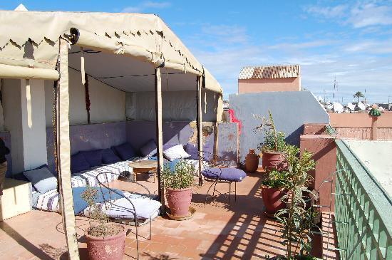 Riad Dar Nael: salon sur la terrasse