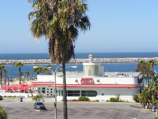 Ruby S Diner Someone Cut That Tree Down Please In Redondo Beach