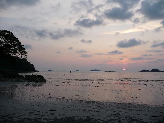 The Dewa Koh Chang: Low tide at sunset
