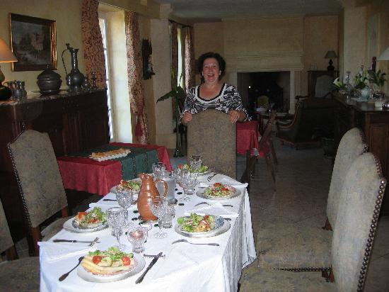 "Beynac-et-Cazenac, ฝรั่งเศส: Franciose - ""Your meals are ready"""