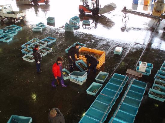 Kesennuma Fish Market: 魚市場