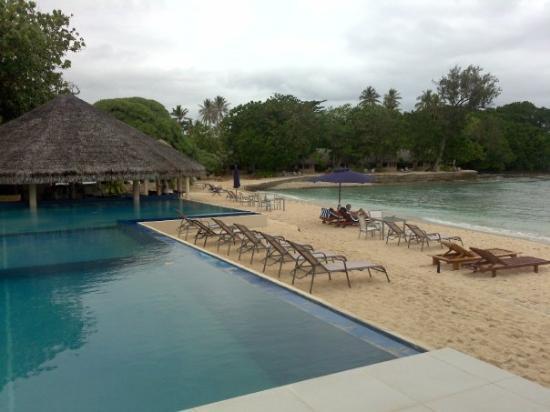 บรีกัสบีชรีสอร์ทวานัวตู: At the resort