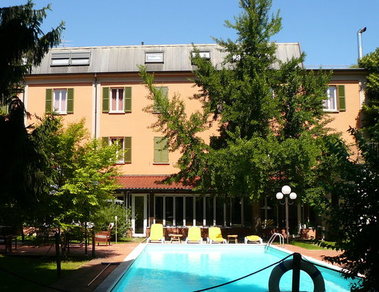Salice Terme, Italy: View of the hotel from our park