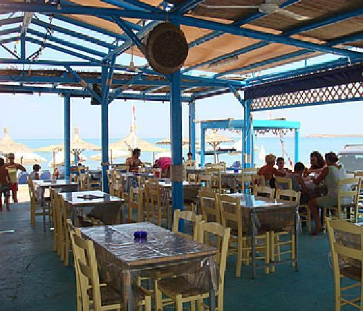 Laza Beach Inn: The Yialos taverna in front