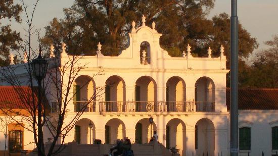 Cabildo de Luján fotografia tomada desde el Hostel estacion Lujan