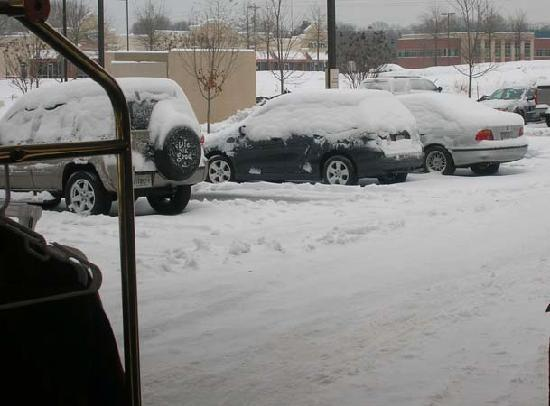 Hampton Inn Statesville: We took over the common area along with other stranded travelers.