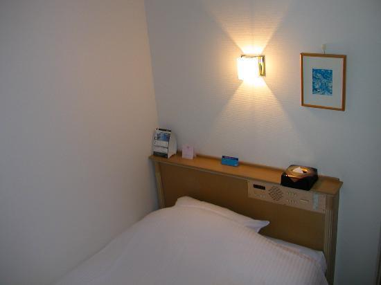 APA Hotel Komatsu: ベッド