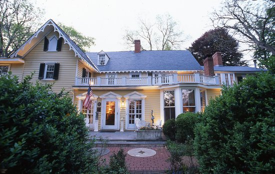 Prospect Hill Plantation Inn: The Inn At Dusk
